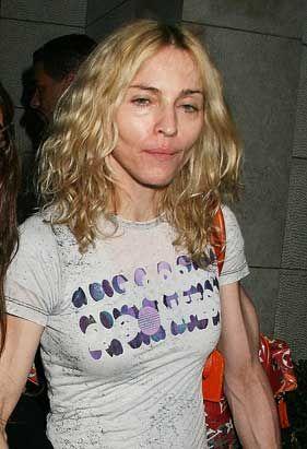 Madonna'nın geçtiğimiz haftalarda çekilen bu fotoğrafı, artık yorgun olduğunda yaşını gösterdiğinin bir kanıtı gibi.